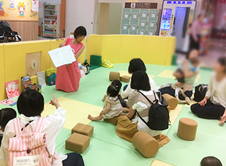ママと子どもたちを笑顔にする「絵本の読み語り」【レポート】